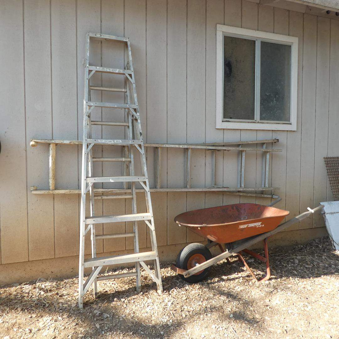 Lot # 103 - 7' Step Ladder, 16' Extension Ladder & Metal Wheelbarrow