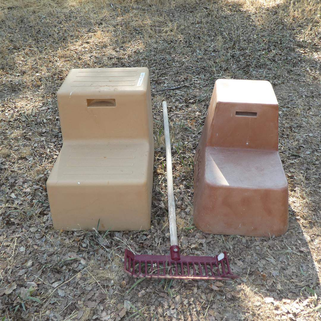 Lot # 107 - Two Plastic Two Step Mounting Blocks