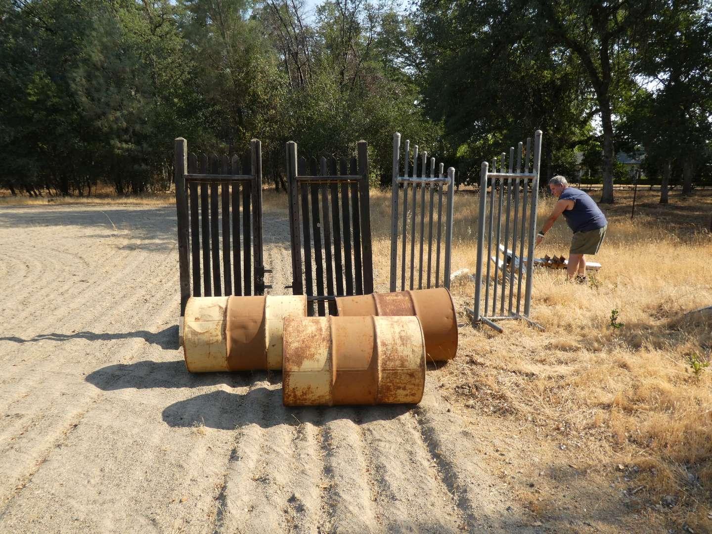 Lot # 126 - 2 Sets of Jump Stands & 3 Barrels  (main image)