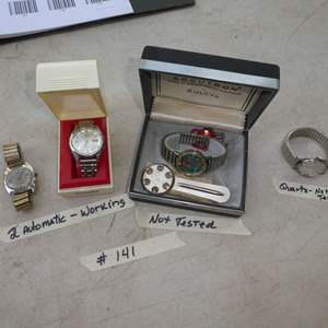Lot # 141 - 2 Working Automatic Watches Seiko & Timex & 1 Quartz Watch not working