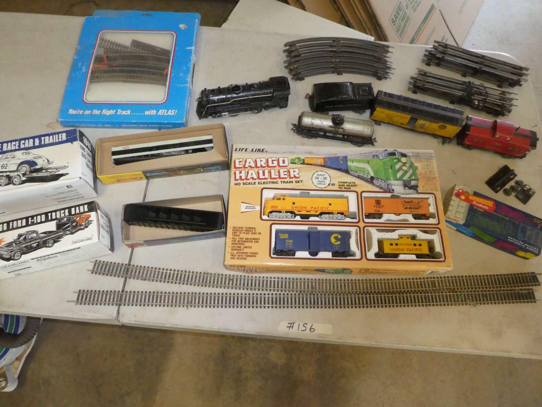 Lot # 156 - Vintage Marx Tin Train Set & Misc Trains