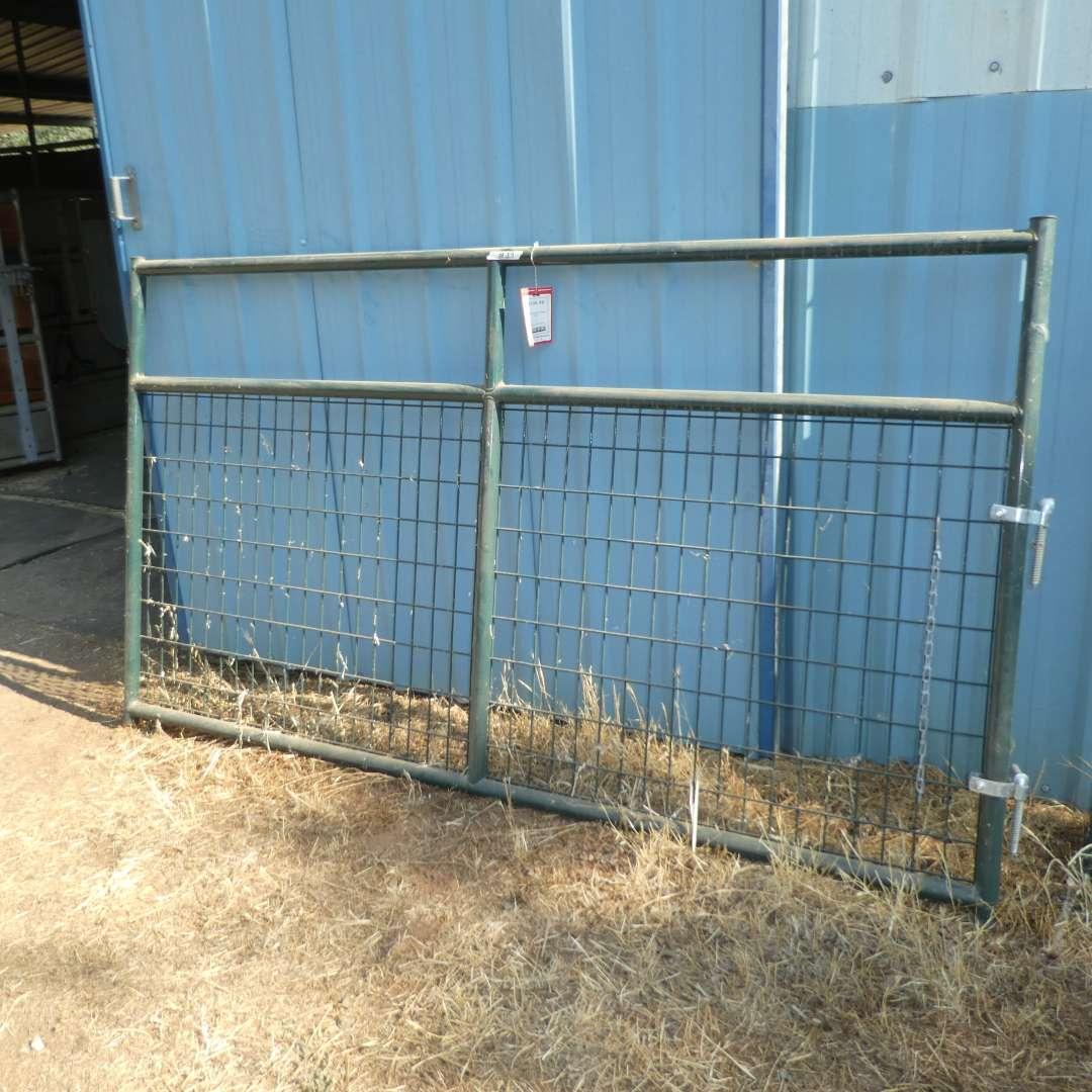 Lot # 39 -  8FT Gate - Never Used (main image)