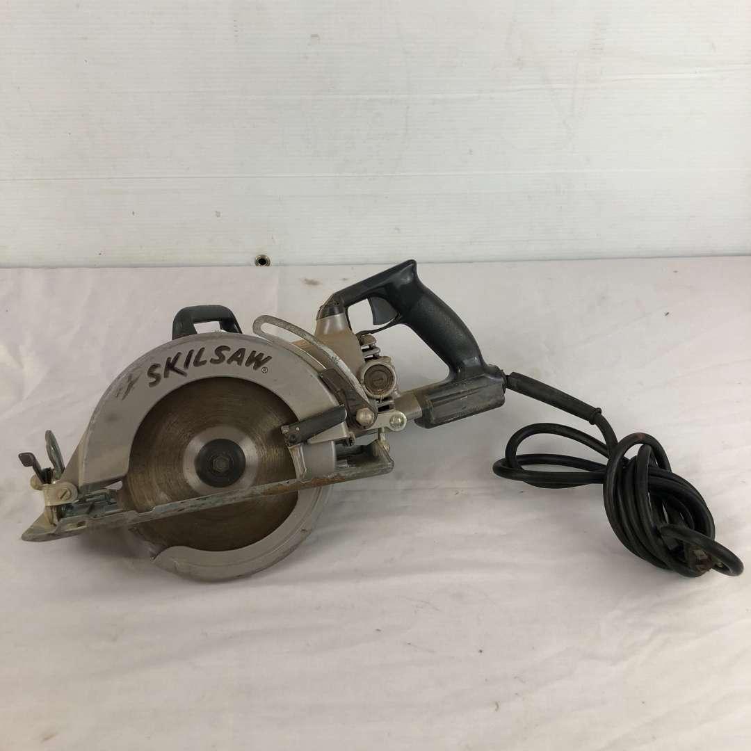 Lot # 1 - Skilsaw Model 77 Worm Drive Saw (main image)