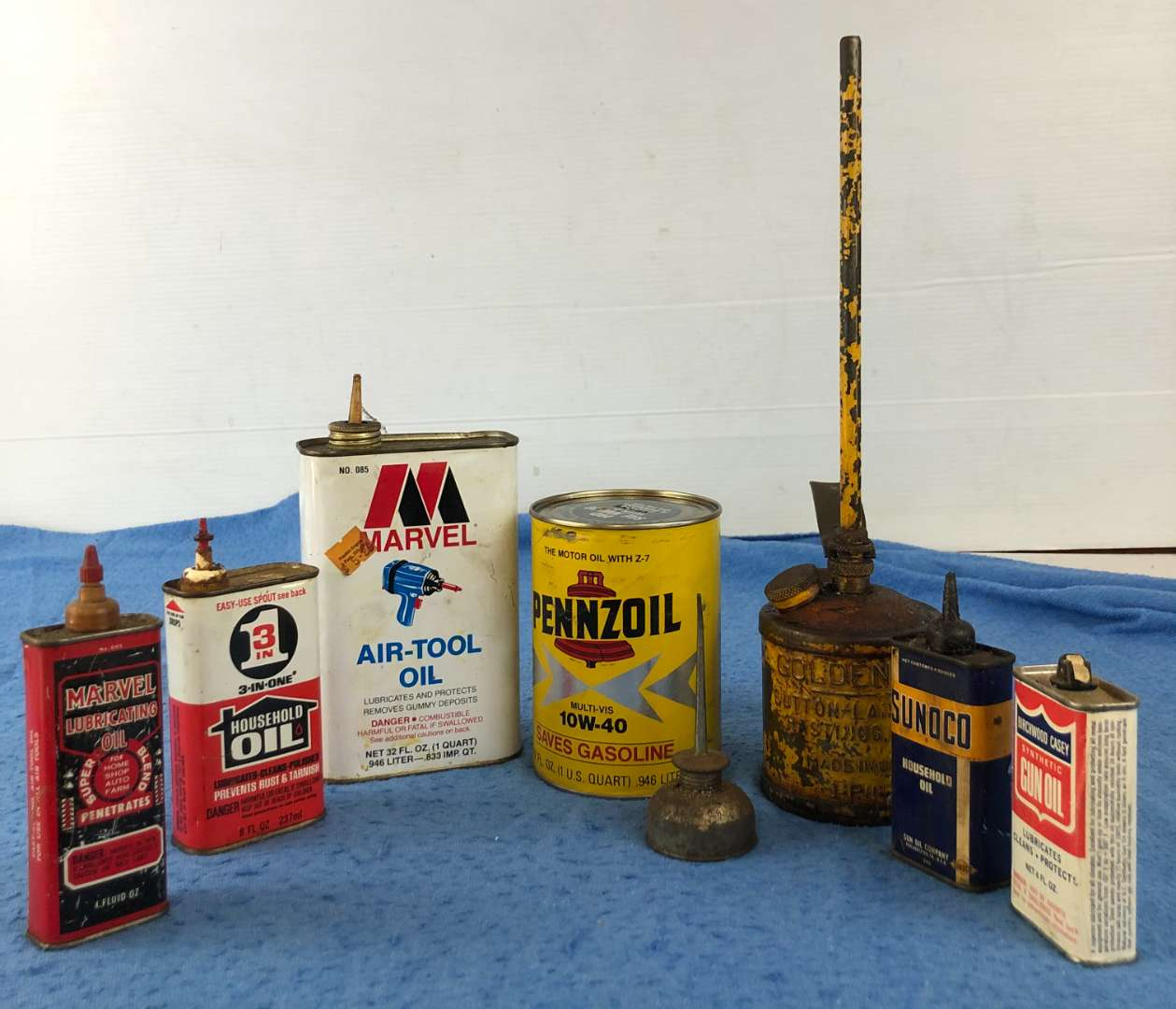 Lot # 62 - Lot of Vintage Oil Cans/Containers (main image)