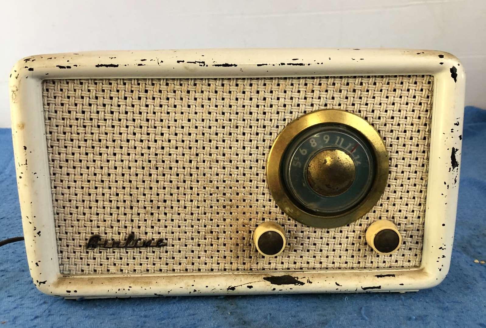 Lot # 68 - Vintage Airline Radio (main image)