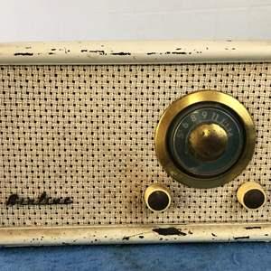 Lot # 68 - Vintage Airline Radio