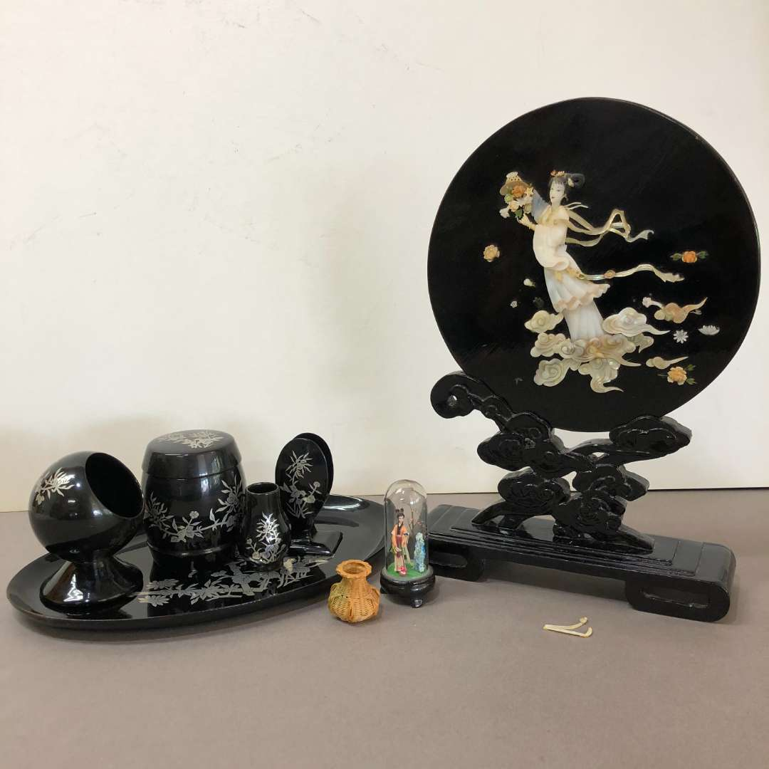 Lot # 81 - Vintage Asian Table Display Piece (main image)
