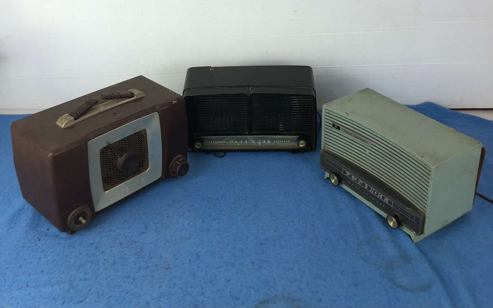 Lot # 72 - 3 Vintage Radios Zenith, RCA Victor and Westinghouse (main image)