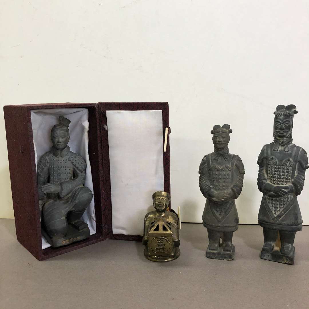 Lot # 84 - Lot of Chinese Figurines (main image)