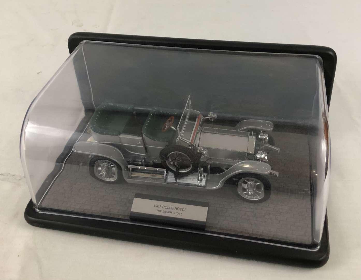 Lot # 153 - 1907 Rolls-Royce Silver Ghost 1:24 Scale Model by Franklin Mint (main image)