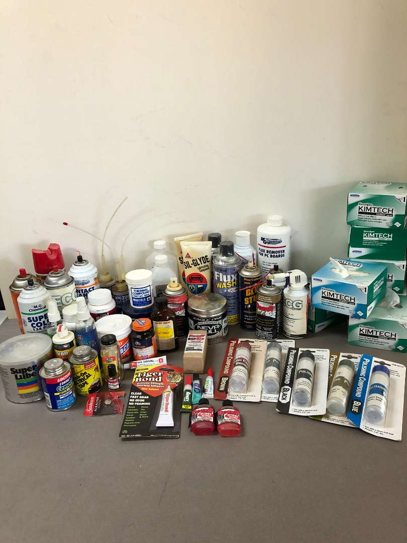 Lot # 201 - Lot of Various Cleaning, Polishing and Cleaning Solutions (main image)