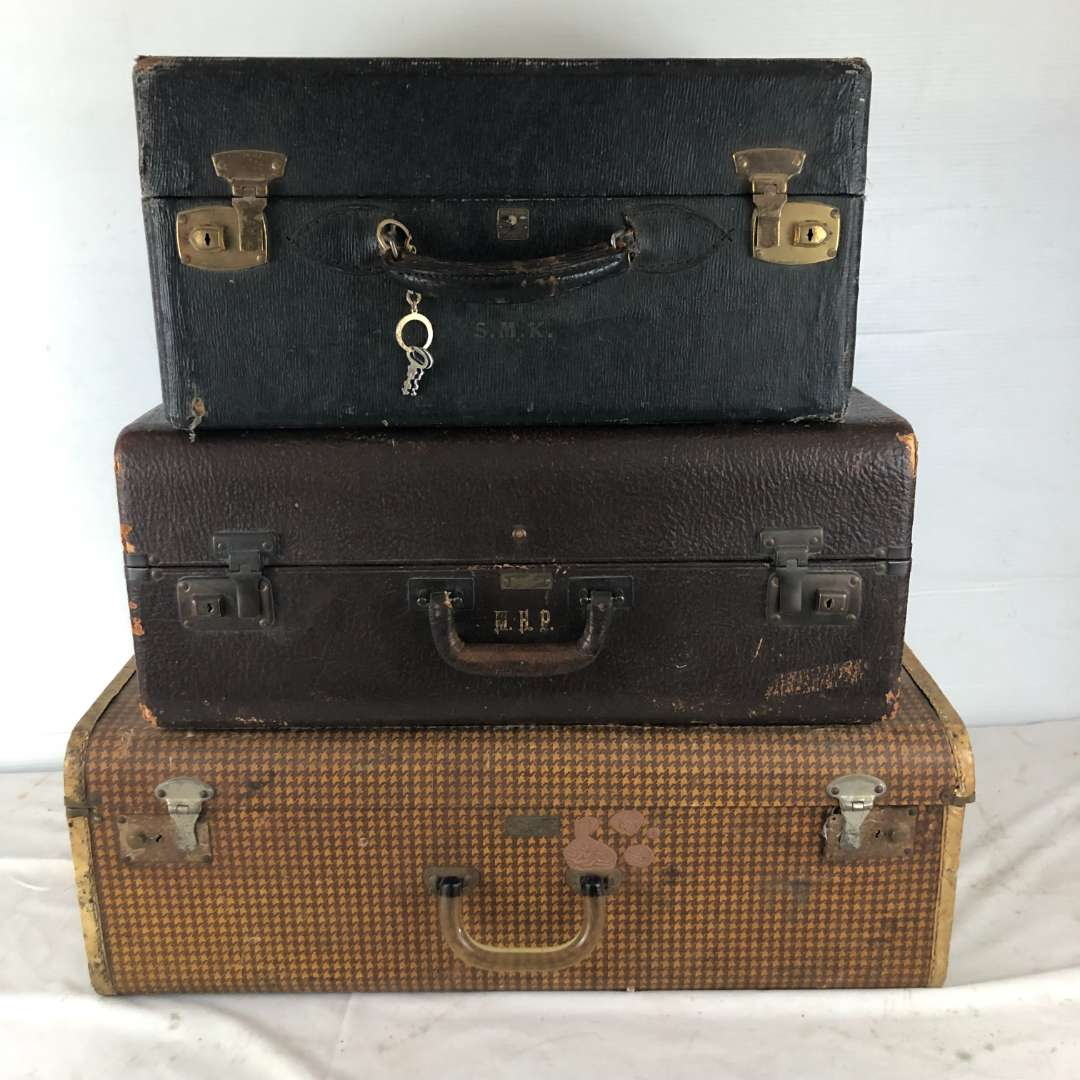 Lot # 256 - Vintage Lot of Suitcases (main image)