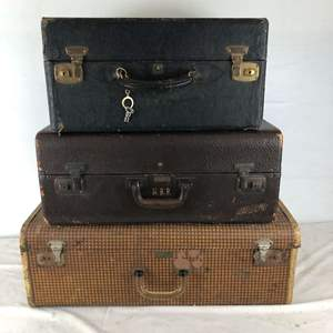 Lot # 256 - Vintage Lot of Suitcases