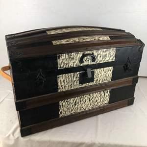 Lot # 142 - Vintage Trunk
