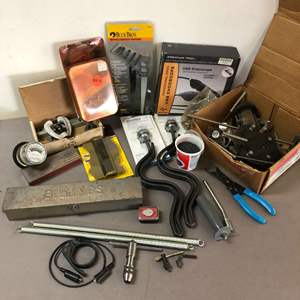 Lot # 226 - Lot of Tools, Endoscope, Chainsaw chains