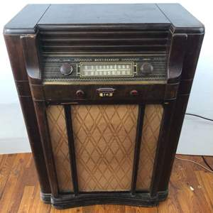 Lot # 255 - Westinghouse Model H-164 AM FM Radio Console