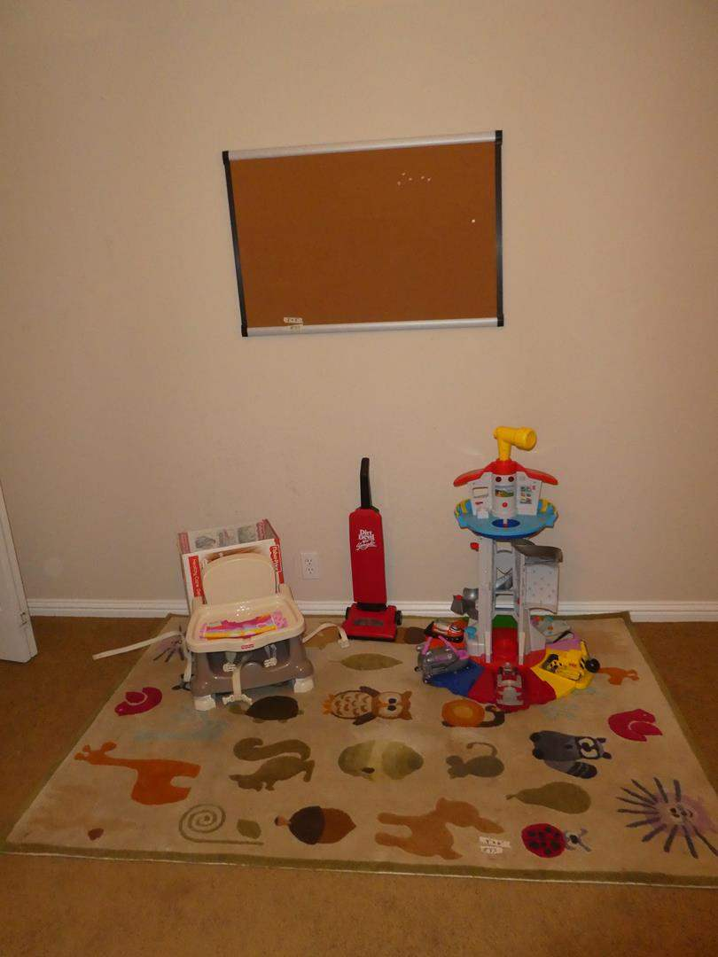 Lot # 83 - Kids Animal Throw Rug, Bulletin Board, Fisher Price Deluxe Booster Seat, Toy Vacuum & Play Set (main image)