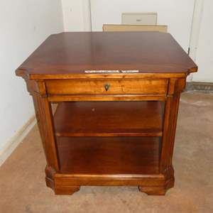 Lot # 90 - Quality Wood End Table w/Drawer & Shelves