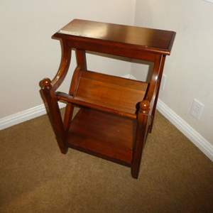 Lot # 19 - Pier 1 Imports End Table / Magazine Holder