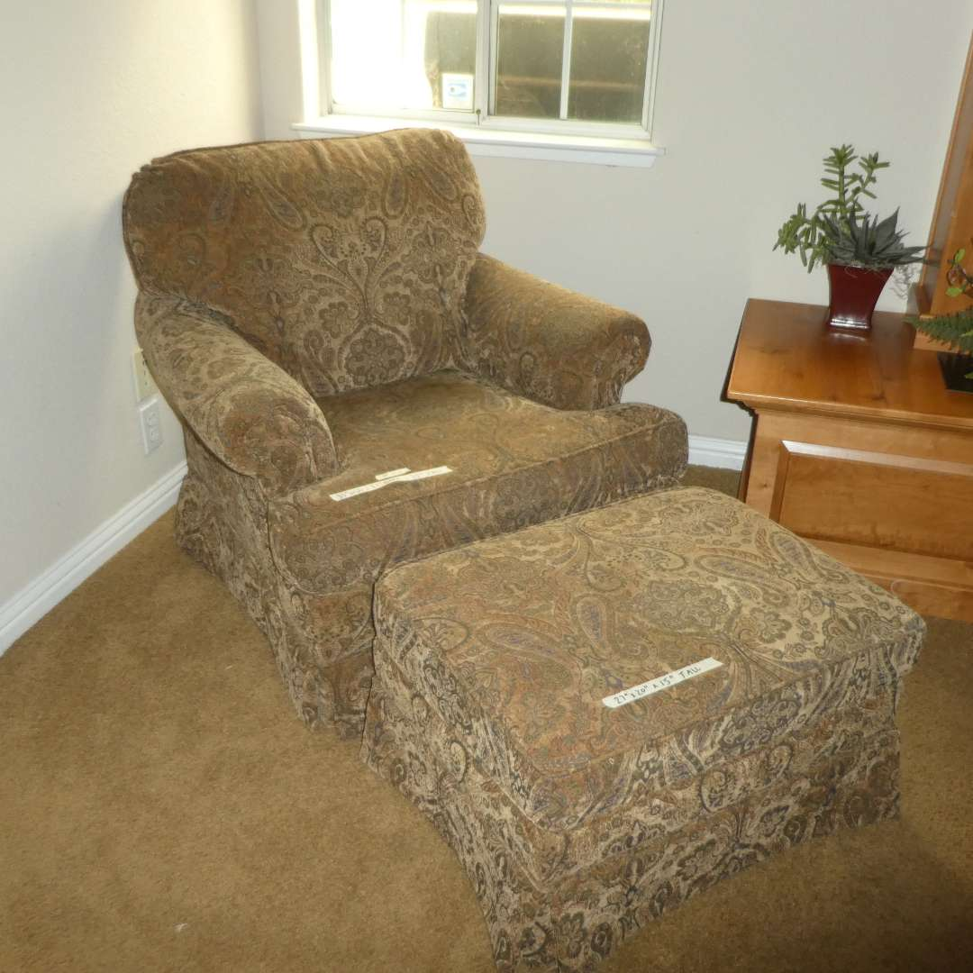 Lot # 20 -  High Quality Accent Chair w/ Ottoman (In Great Condition) (main image)