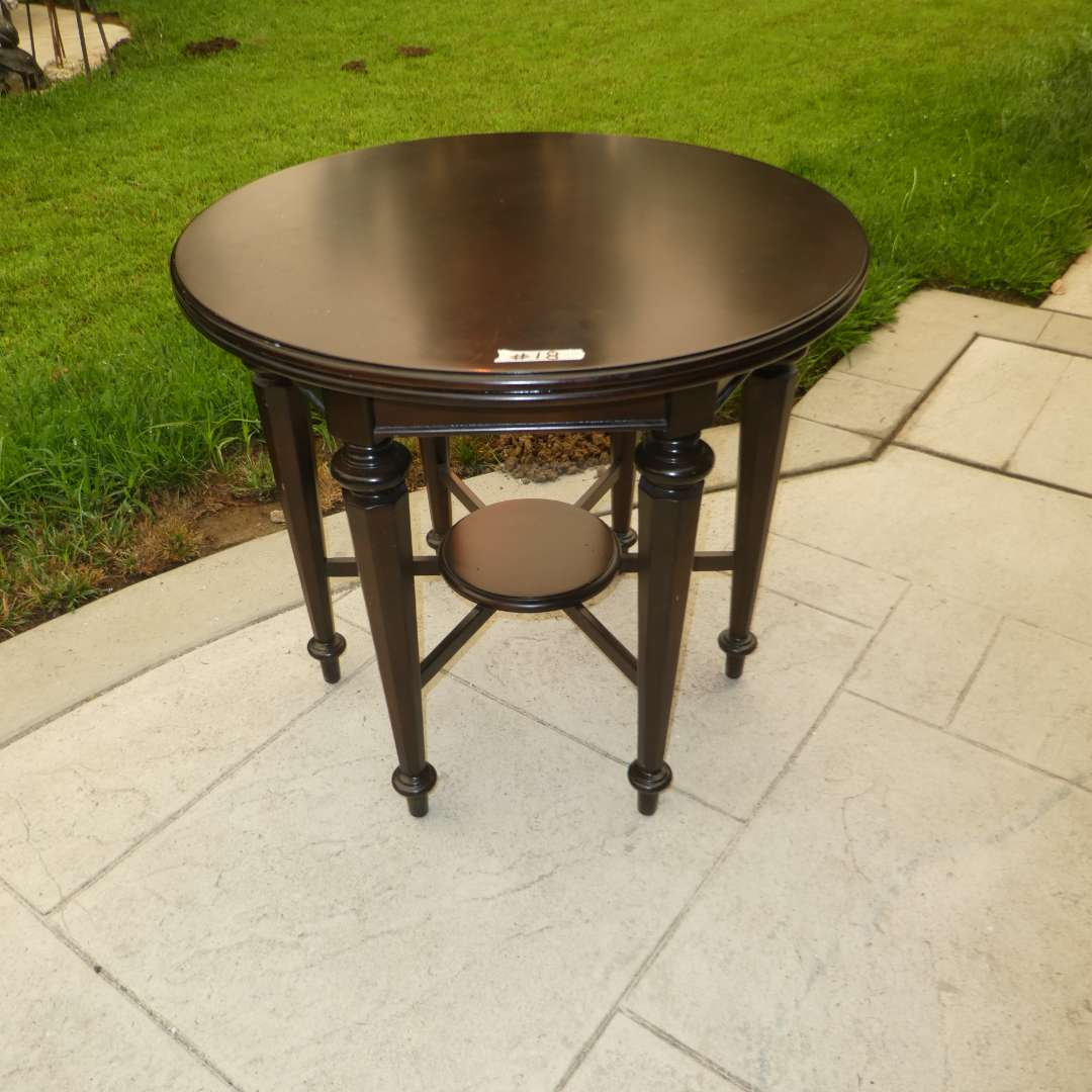 Lot # 18 - Stanley Furniture Co. Round Lamp Table (main image)