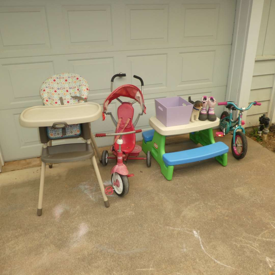 Lot # 41 - Graco Highchair, Little Tike Picnic Table, Sorel Snow Boots, Raleigh Toddler Bike, Radio Flyer & More! (main image)