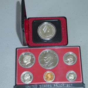 Lot # 11 -1976 US Proof Set w/ Ike Dollar (case broken) & 1975 Royal Canadian Silver Dollar Coin w/ Case (Calgary)