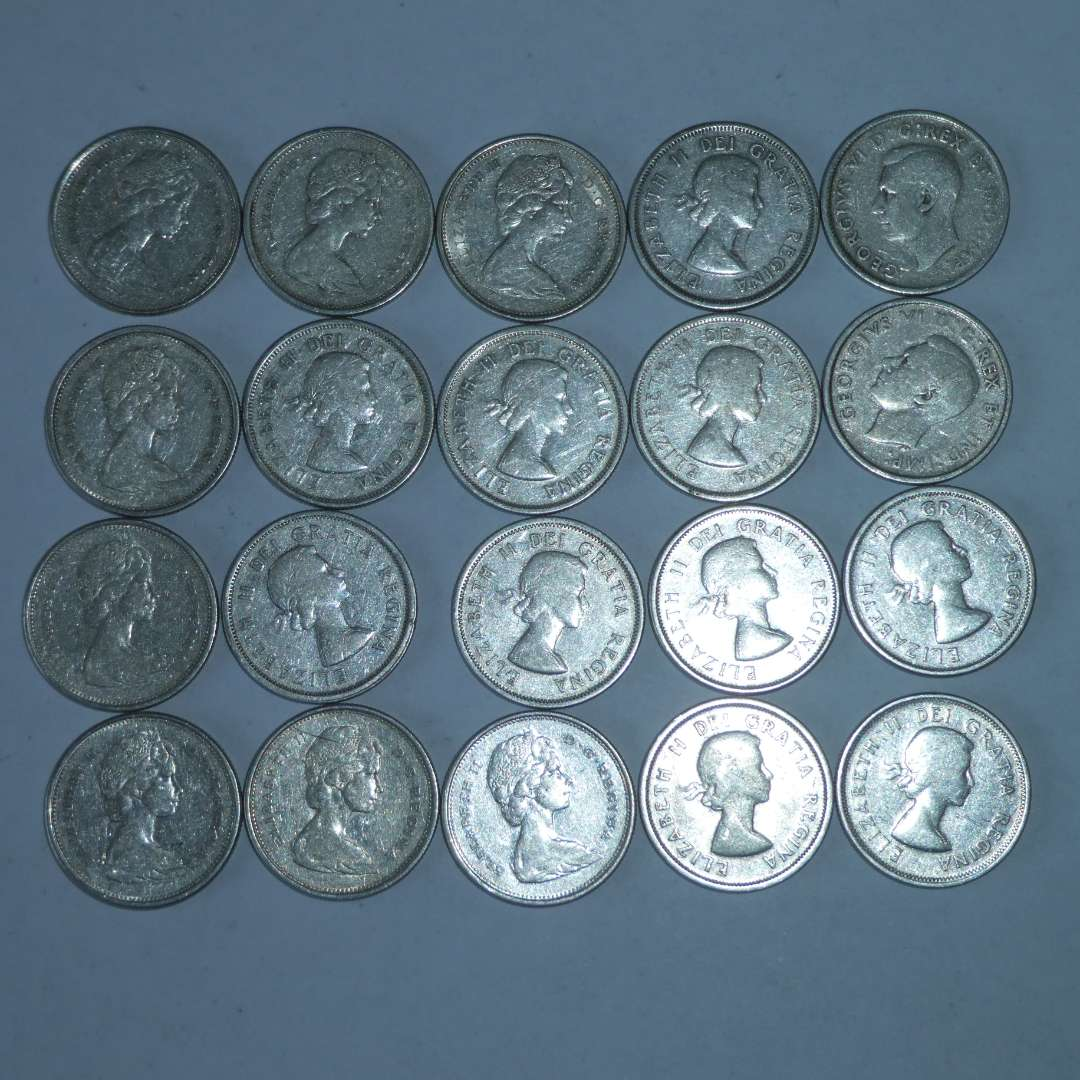 Lot # 14 - 20 Canadian Silver Quarters (dates vary) (main image)