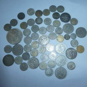 Lot # 15 - Assorted Silver Mexican Coins, One - 1977 Cien Pesos Coin,10 - 50 Centavo Coins (1920 to 1944),41 - 20 Centavo Coins
