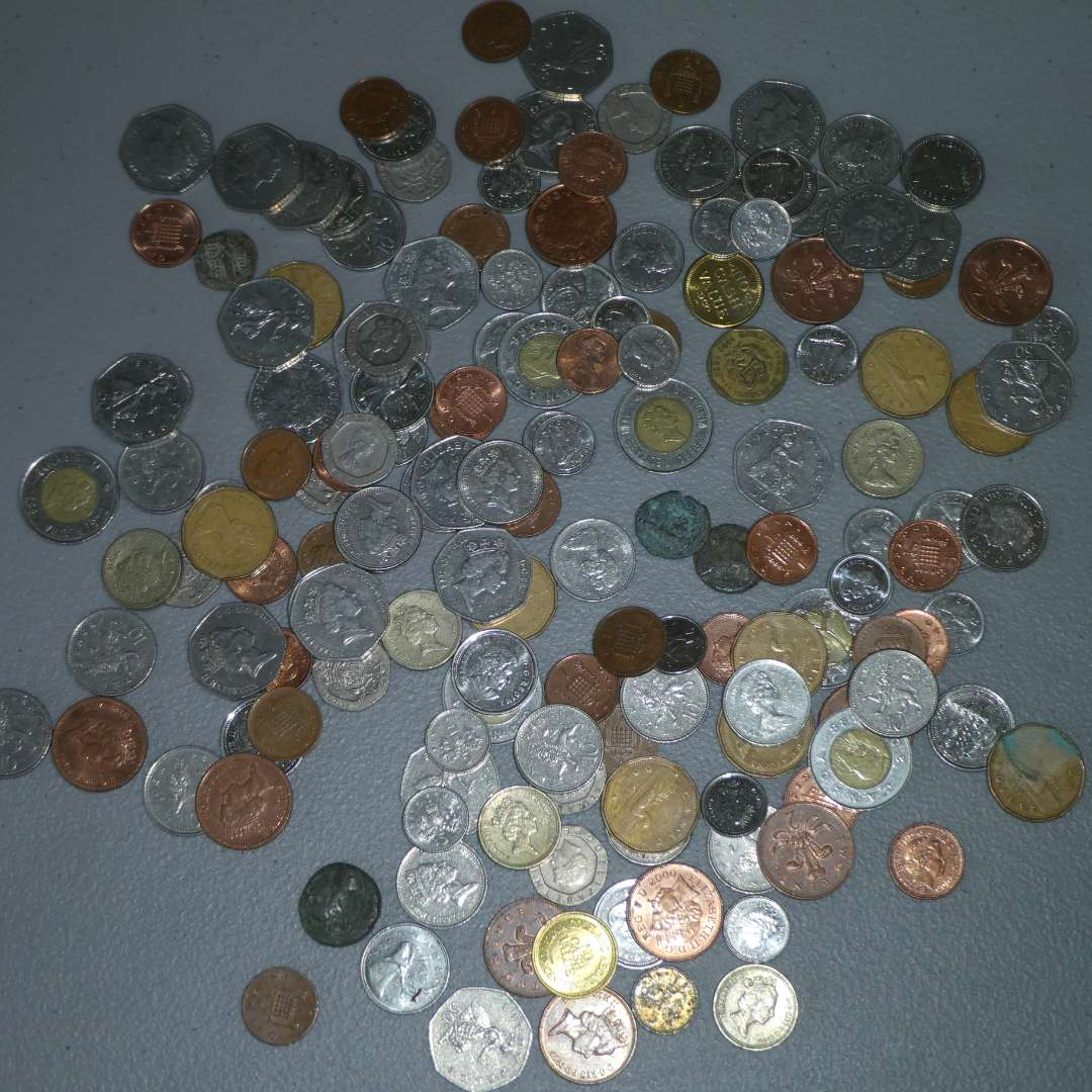 Lot # 22 - Assorted Collectible Canadian Coins (main image)