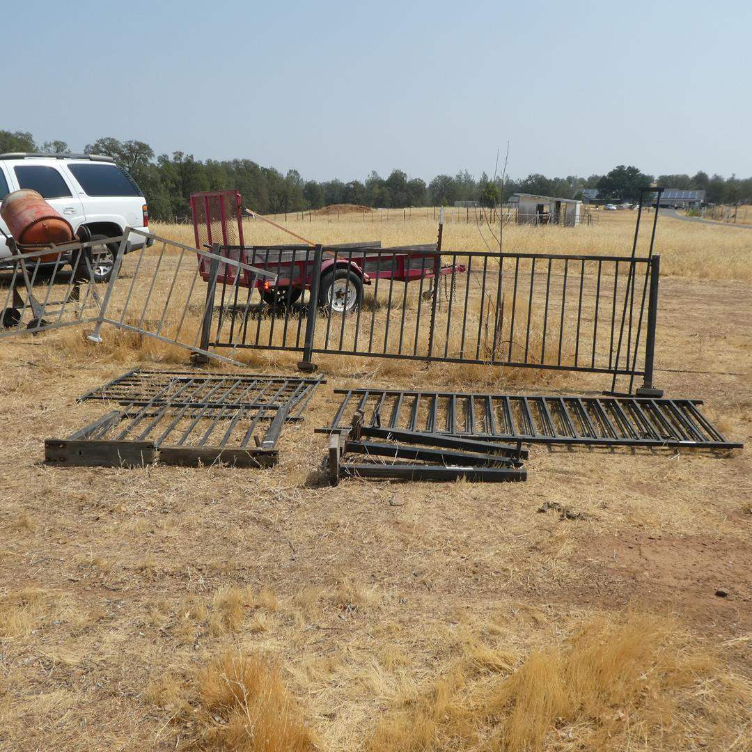 Lot # 97 - Metal Fencing - See Pics For Measurements (main image)