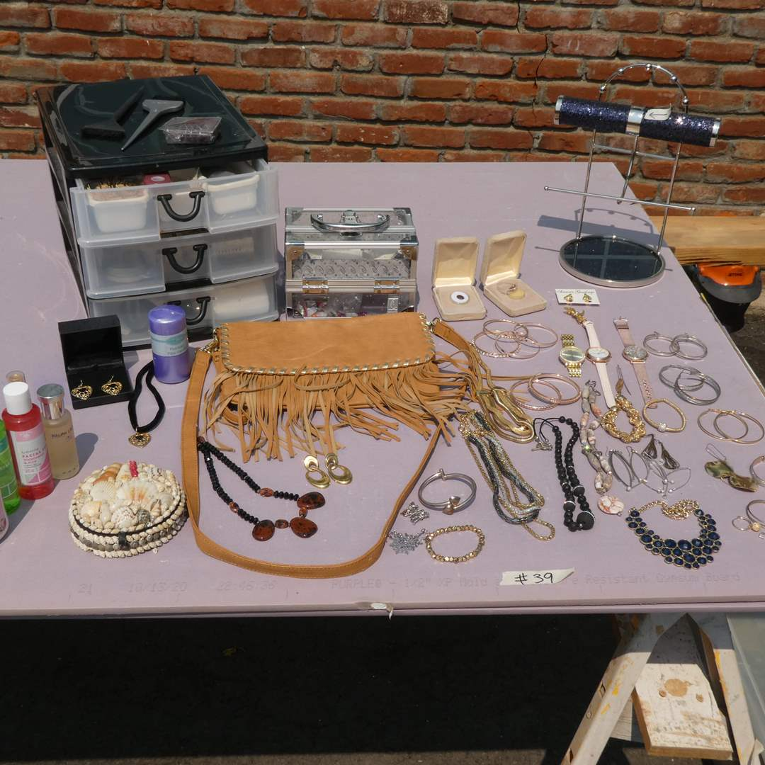 Lot # 39 - Jewelry And Beauty Products (main image)