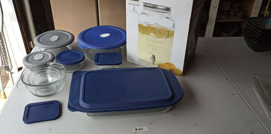Lot # 20 -  Pyrex Tupperware and a Large Drink Dispenser (main image)