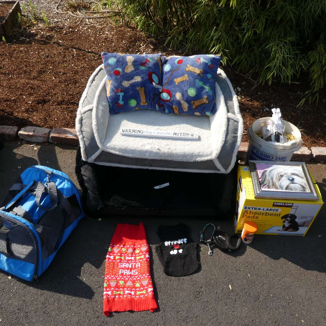 Lot # 6 - Pet Supplies Including a Pet containment System (main image)