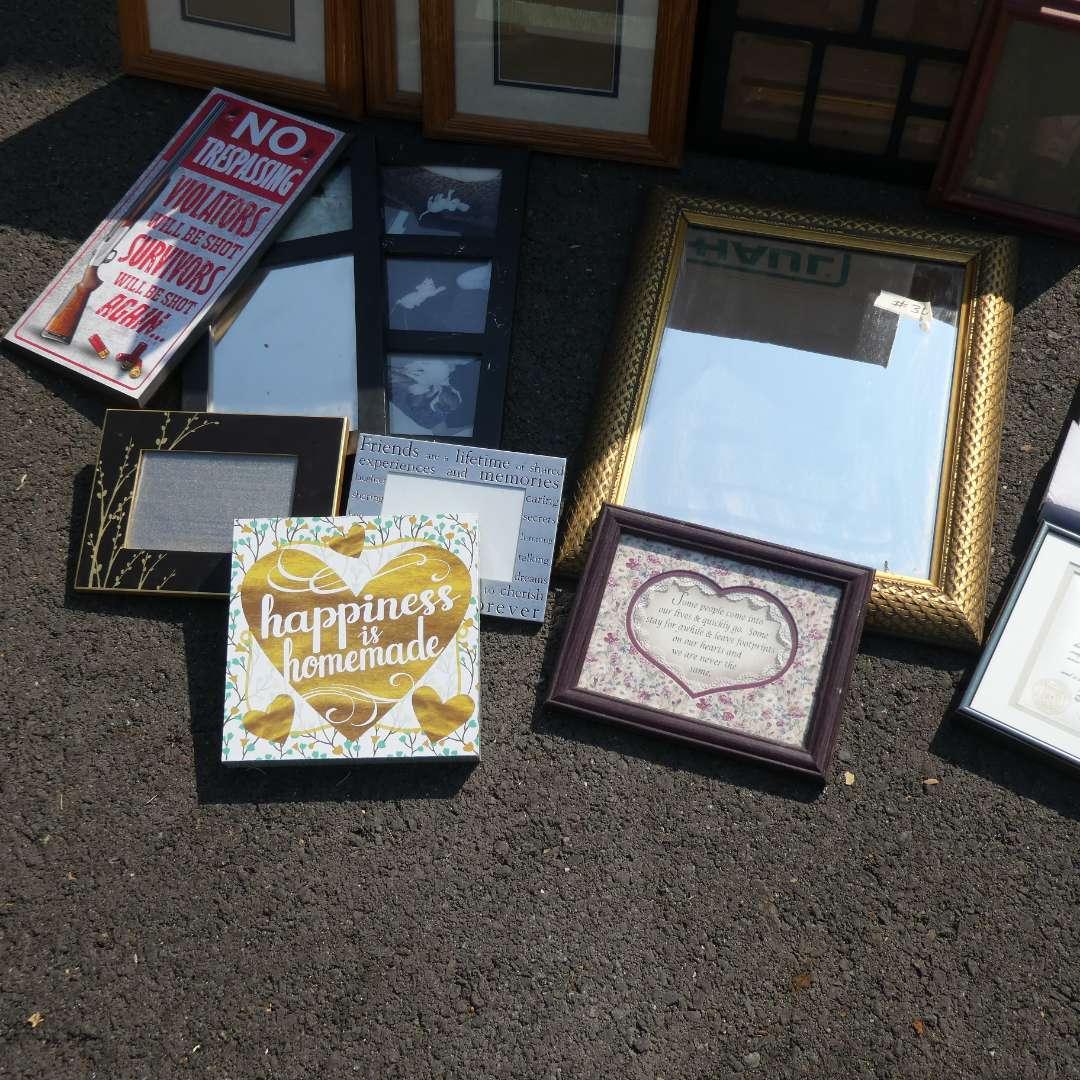 Lot # 30 - Empty Frames And Wall Decor (main image)