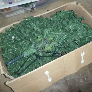 Lot # 200 - 7.5FT Lighted Artificial Frasier Fir Indoor Christmas Tree