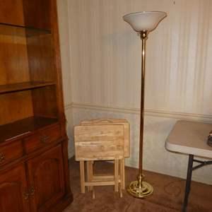 Lot # 83 - Metal Floor Lamp w/Plastic Shade & Wooden TV Trays Set