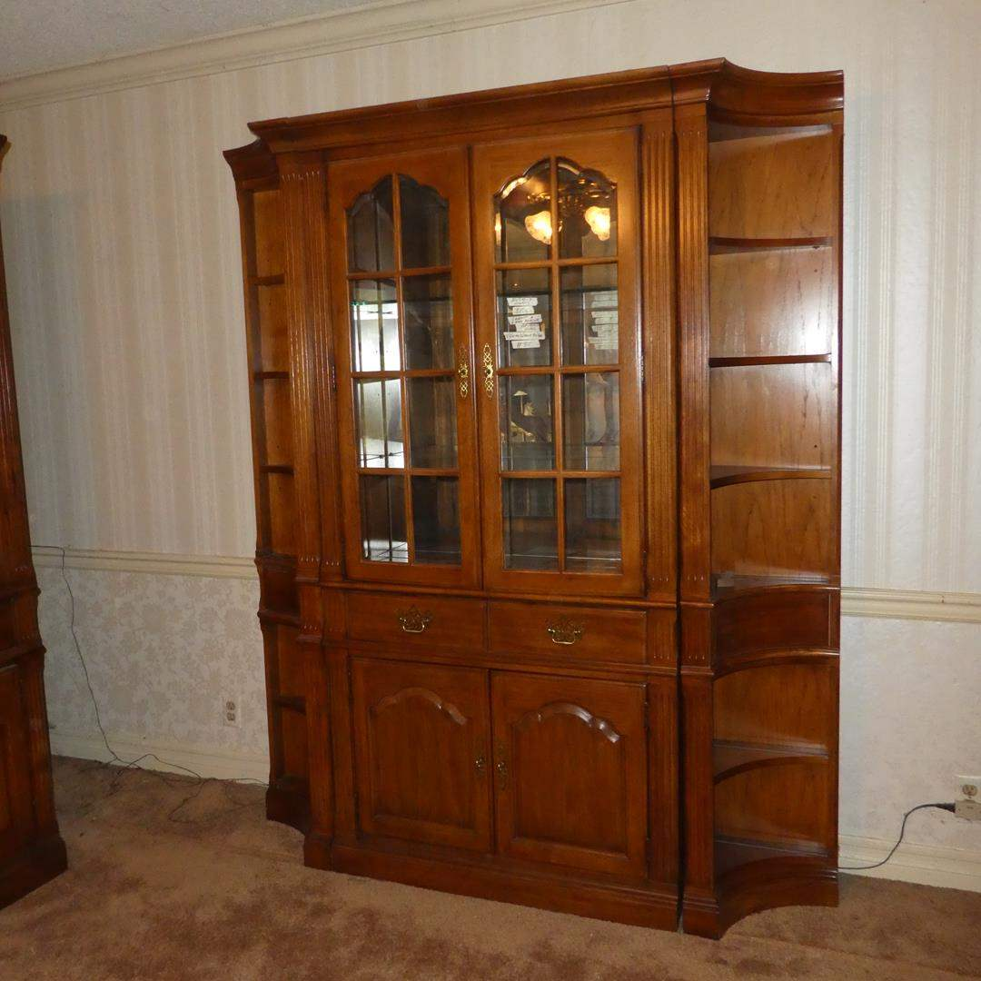 Lot # 85 - Thomasville Furniture Mirrored Back Beveled Glass Lighted China Cabinet (Dovetailed Drawer) & 2 End Shelves (main image)