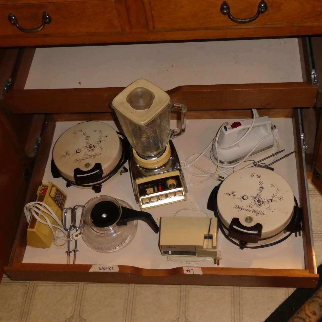 Lot # 7 - Small Vintage Kitchen Appliances/Tools (main image)