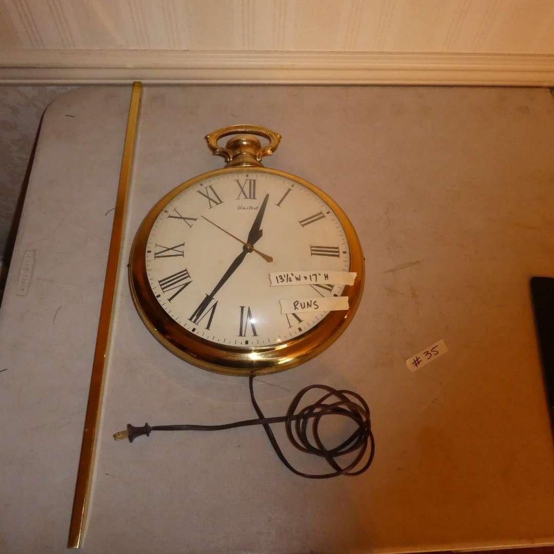 Lot # 35 - Vintage United Clock Corp. Wall Clock (main image)