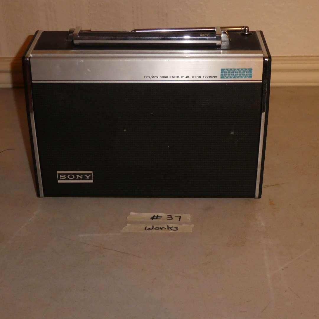 Lot # 37 - Sony Radio Receiver (main image)