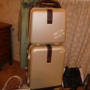 Lot # 259 - Like New Luggage & Vintage Purses
