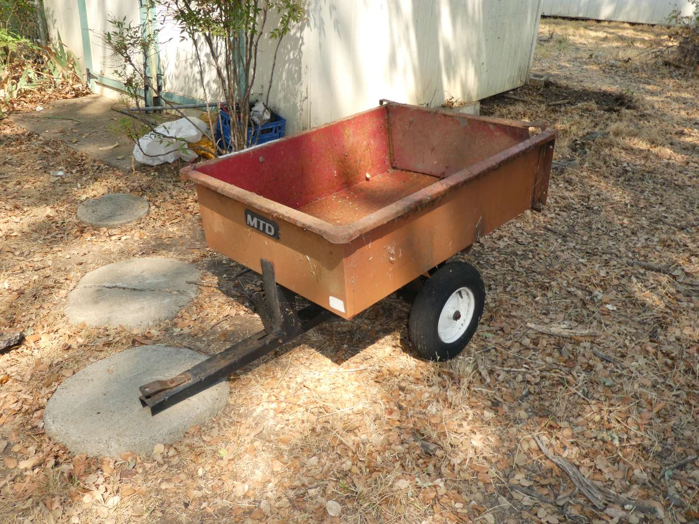 Lot # 279 - Small Trailer (Needs TLC, Tires Need Air) (main image)