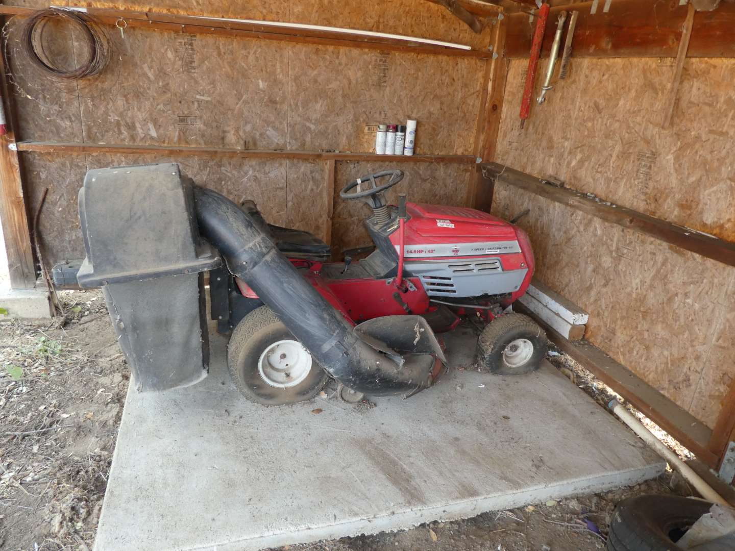 Lot # 281 - Briggs & Stratton Mastercraft Lawn Chief (Not Tested, See Photos) (main image)