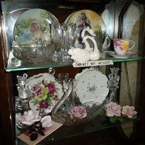Lot # 191 - Collectible Swans, Plates, Porcelain Roses & More!