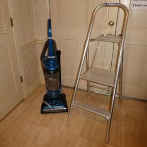 Lot # 109 - Hoover Elite Rewind Plus Vacuum Cleaner (UH71200) & Werner Step Ladder