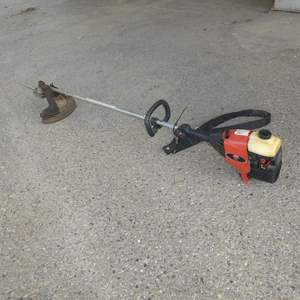 Lot # 211 - Craftsman Weedwacker 32cc Gas Line Trimmer - Runs