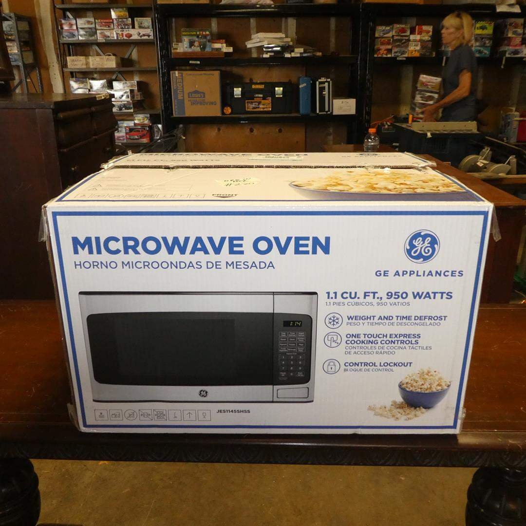 Lot # 220 - GE Microwave Oven (Lightly Used) (main image)