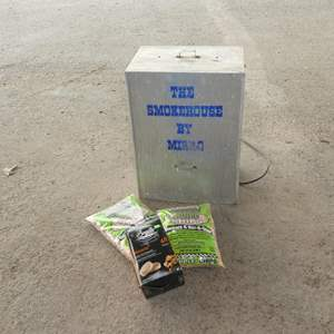 Lot # 231 - Electric Smoker & Chips