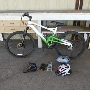 Lot # 239 - Shimano 7 Speed Mountain Bike, Extra Pedals & Helmets